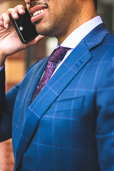 bluesuit_businessman_cellphone